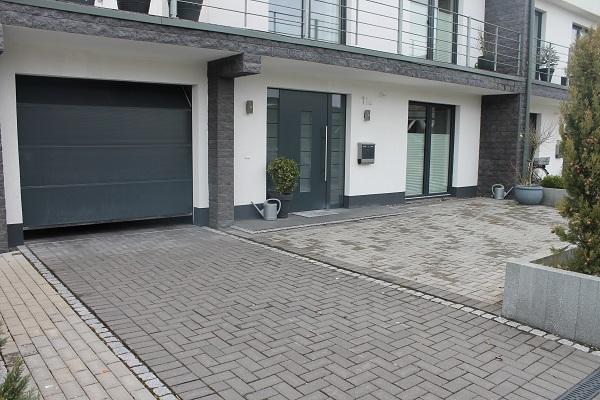 exklusive doppelhaush lfte mit dachterrasse garten und garage. Black Bedroom Furniture Sets. Home Design Ideas